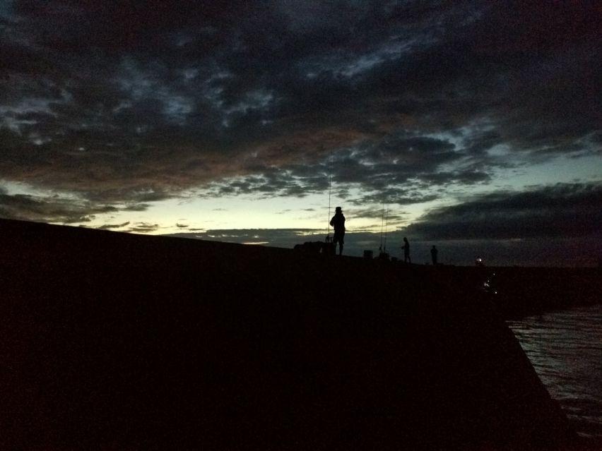 日の出直前の岩屋一文字